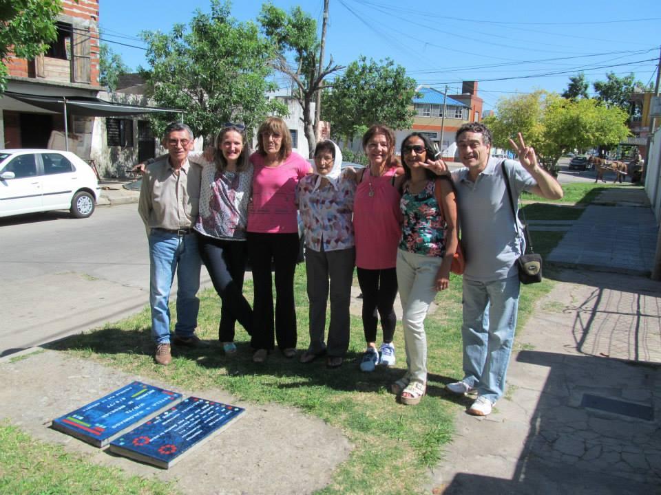 Ramonita junto a familiares y compañeros